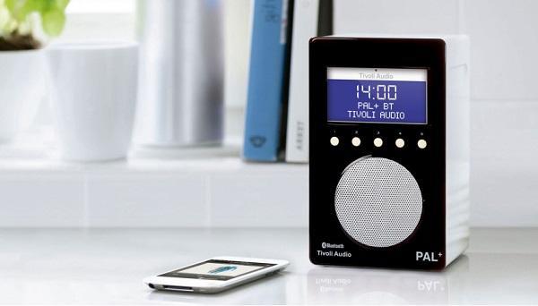 Radio digitale DAB+ della Tivoli Audio con Bluetooth.
