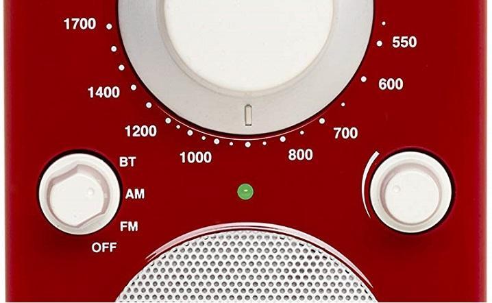 dettaglio manopola per selezione segnale AM / FM di una radio portatile