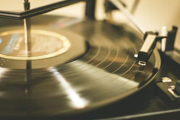 immagine copertina come collegare il giradischi senza Pre-Phono all'amplificatore