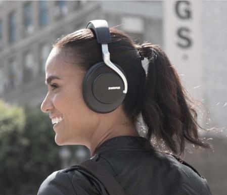 Presentazione delle cuffie Wireless AONIC 50 con Noise Cancelling.