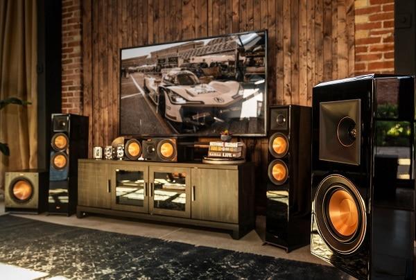 Immagine sistema Home Theater con gli altoparlanti Klipsch Reference Premiere