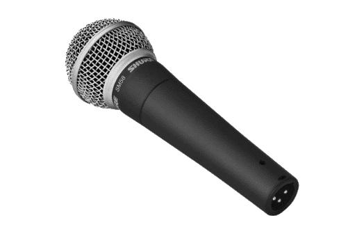 microfono Shure sm58 con connettore XLR a 3 poli in evidenza